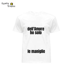 """T-shirt personalizzata con stampa """"Dell'amore ho solo le maniglie""""."""